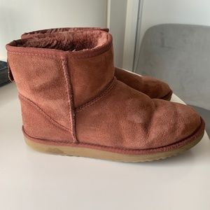 UGG- Classic Mini II Boot (red/brown) - Size 9